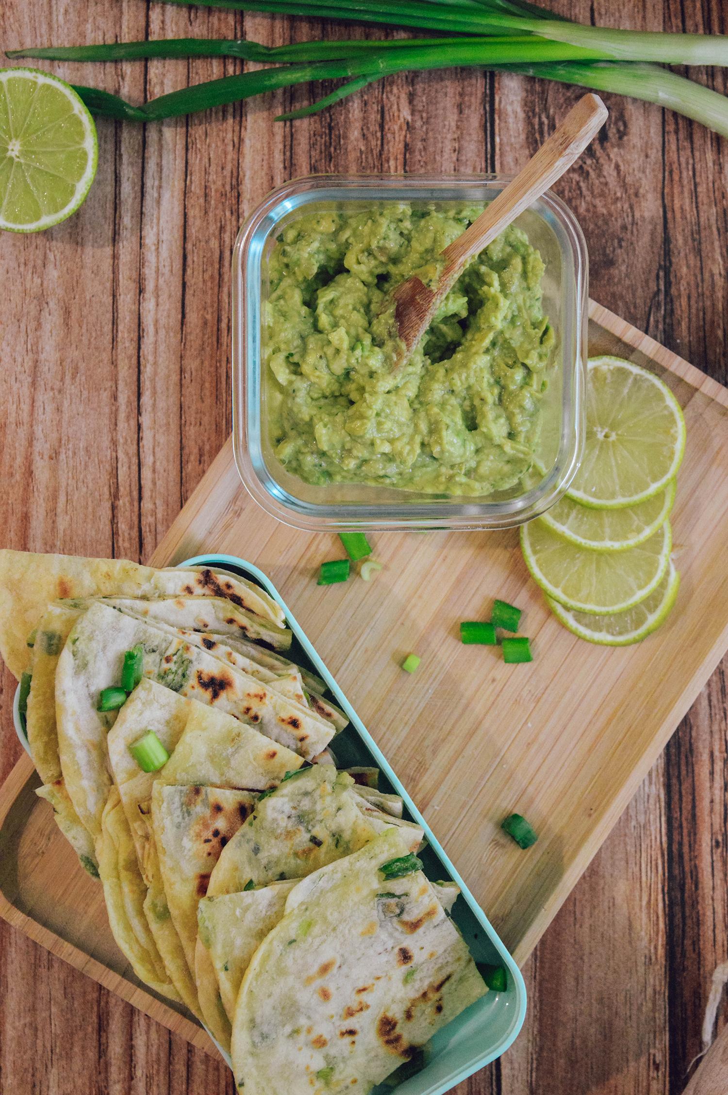 naan aux oignons et guacamole maison